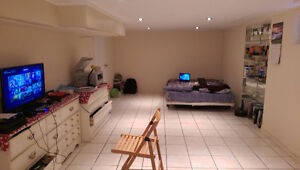 LARGE Bedroom outof 3 Bedrms in Basement for RENT -STUDENTS ONLY