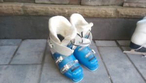 Childs size 4 ski boots