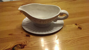 Never used.  Beautiful gravy boat London Ontario image 2