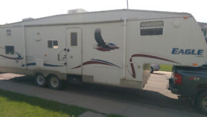 2005 Jayco Eagle 305BHS hardwall fifth wheel with slide & bunks!