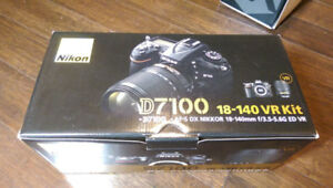 Nikon D7100 mint condition for sale