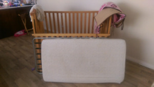 crib 3 levels with mattress bedding set and 2 fitting sheets