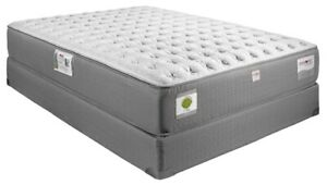 BEAUTIFUL BRAND NEW CANADA MADE QUEEN MATTRESS GEL MEMORY FOAM I