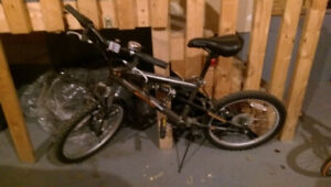 Mongoose unisex bike: 20 inch 6 gears, good for 6 - 10 years old