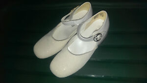 Girls dress shoes White, size 1.5
