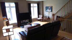 Executive Townhouse in AURORA!!! Steps to Yonge St.