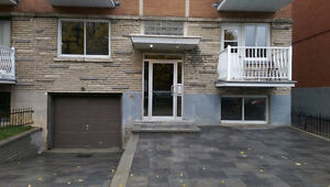 Large 5 ½ FULLY RENOVATED Available in Park Ex