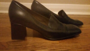Ladies Size 10 1/2 Leather Nine West Shoes