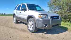 05 Escape XLT 107500 km   $6500 OR BEST OFFER