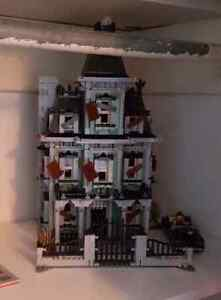 Lego Haunted House 10228 excellent condition