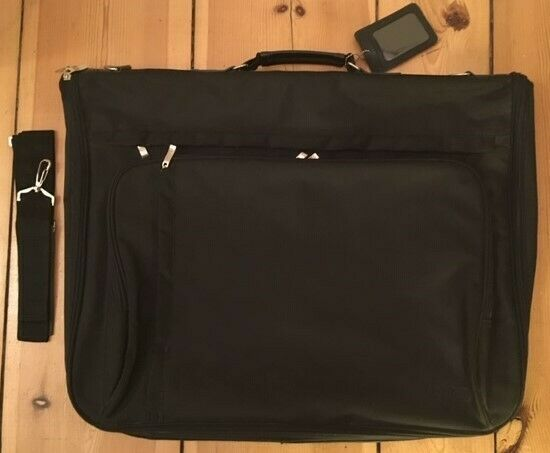 Exquisite/r AUDI Anzugtasche / Kleidersack mit Tragegurt, unbenutzt