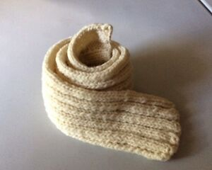 Bulky white adult scarf