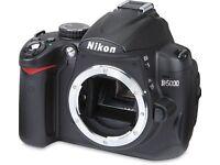 Nikon D5000 + 2 batterys & strap