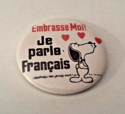 Peanuts Snoopy Pinback Pin French Message Kiss Me! I Can Speak French Very Nice!