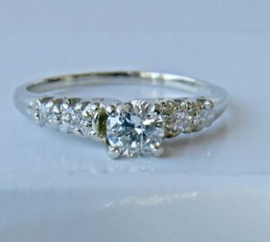 GORGEOUS DIAMOND ENGAGEMENT RING RRV $2850 (PENDING PICK UP)