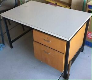 FREE study/work desk Whiteman Swan Area Preview