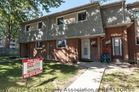 Truly move in condition town home! 6702 ROSE-VILLE GARDEN !!
