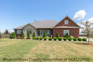 *** NEW LAKESHORE LISTING*** 1430 MYERS RD (MUST SEE)