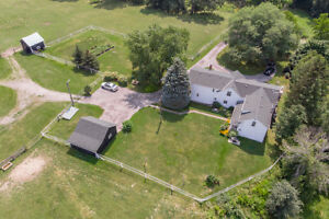 Lovely Equestrian Hobby Farm w/ In-Law Suite