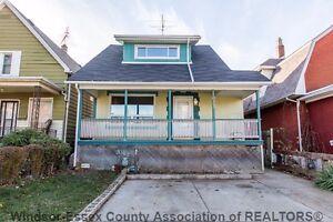 Beautiful House Move in condition 1073 WINDSOR AV ! Windsor Region Ontario image 1