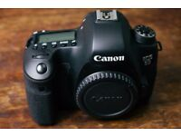 Canon 6D Body with accessories (2nd Hand in excellent condition)