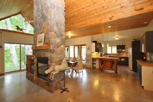 MARCH BREAK FOR 2 FAMILIES IN A LUXURY COTTAGE ON THE RIDEAU!