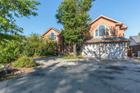 394 LALONDE - OPEN HOUSE SUN 12-1 - WATERFRONT BELLE RIVER