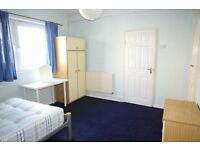 Two large double bedrooms HAMMERSMITH AREA - CLOSE TO THE STATION