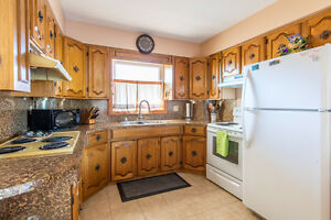 Approx. 5 acres, 2 homes, 2 shops in Beautiful Amherstburg! Windsor Region Ontario image 5