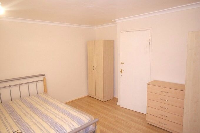 Massive double room! Bills inc. Rubi: 07542345408 (More than 2000 rooms all London)