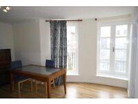Room in Stratford - Living Room provided