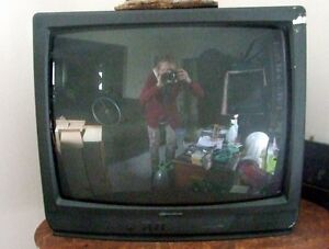 DURABAND  Color TV  Hardly used 26 inches GOOD WORKING CONDITION