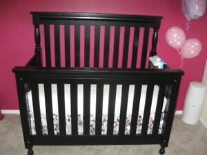 Crib (convertible to double bed)