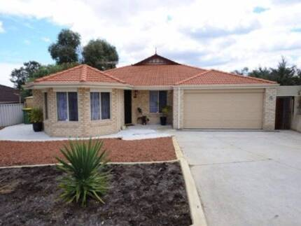 Leda room for rent in massive house $145p/w inc bills & wifi
