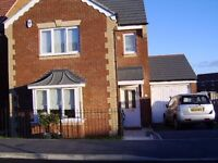 4 bedroom, 2 bathroom, detached triplex house with large south facing garden