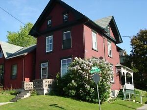 GIANT 6 BED DOWNTOWN CENTURY STUDENT HOUSE $2,100 ++