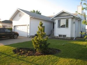 3+1 bedroom home in Timberlea w/ double attached heated garage
