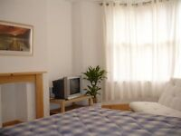 Large fully furnished double available, 15 mins walk from center, private lounge area, wifi