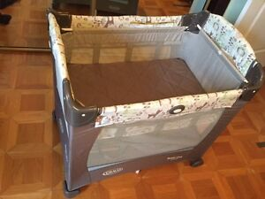 Parc Graco compact à niveaux variables (travel crib)