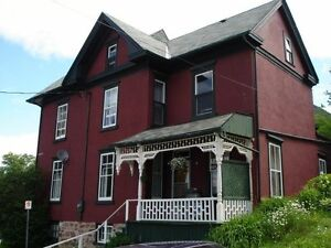 GIANT 6 BED DOWNTOWN CENTURY STUDENT HOUSE $2,100 ++ Peterborough Peterborough Area image 2