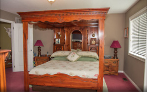 Beautiful King Size Canopy Bed for Sale Very Different.