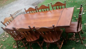 *** SOLID WOOD DINING ROOM SET *** London Ontario image 2