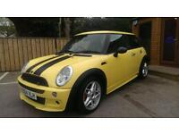 MINI COOPER 1.6 WITH JOHN COOPER WORKS BODYKIT