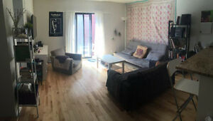 Room available in a 6 1/2 - Chambre disponible dans un 6 1/2