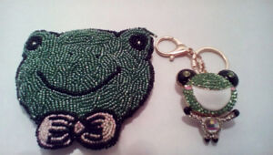 FROG LOVERS !!   Cute beaded coin purse + blingy key chain