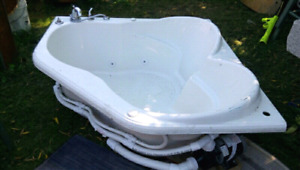 Heart Shaped Jacuzzi.  Excellent Condition. Only $250!!