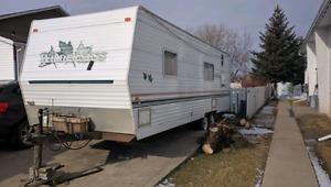 2001 Wilderness 28' Holiday Trailer