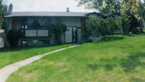 Great lower Aberdeen home with basement suite
