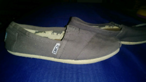 TOMS Size 5 womens