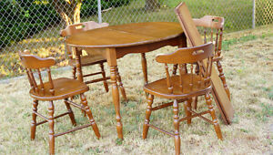Solid Maple table & 4 chairs & 2 leaves